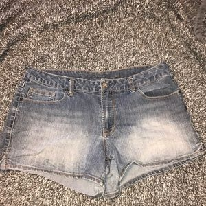 Button back pocket jean shorts